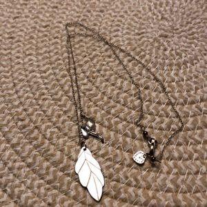 EUC Stella & Dot silver leaf delicate necklace